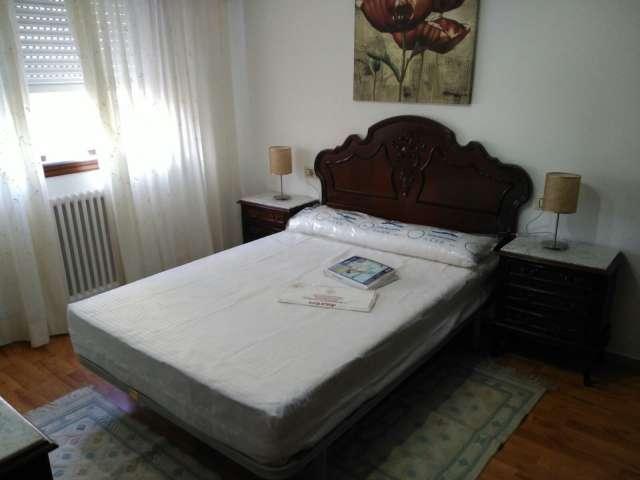 Piso en alquiler de tres dormitorios en campolongo for Piscina campolongo